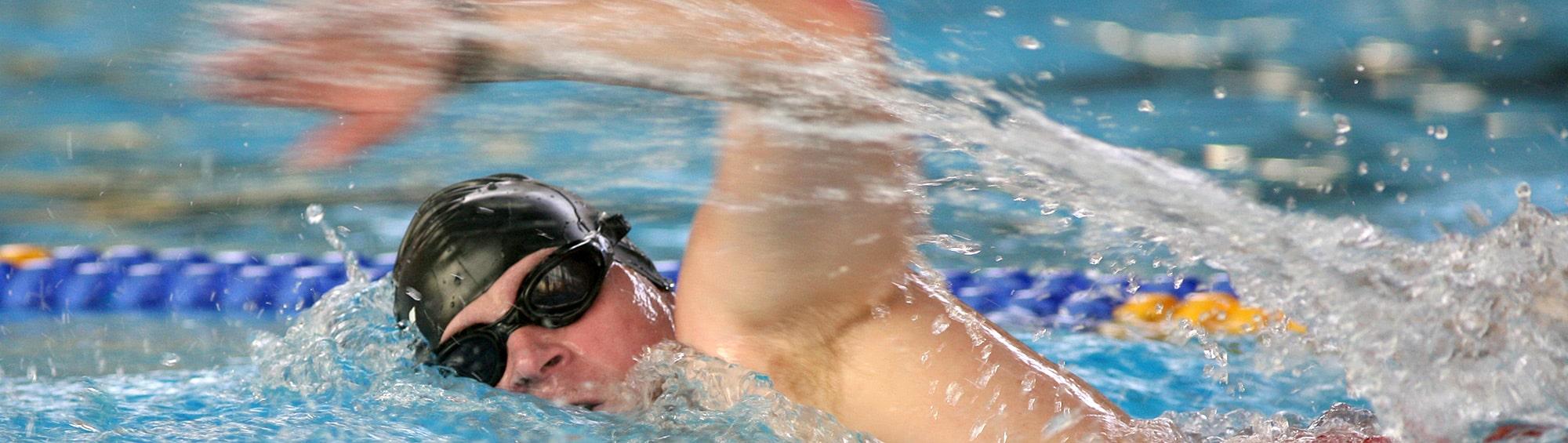 Erwachsener schwimmen roku
